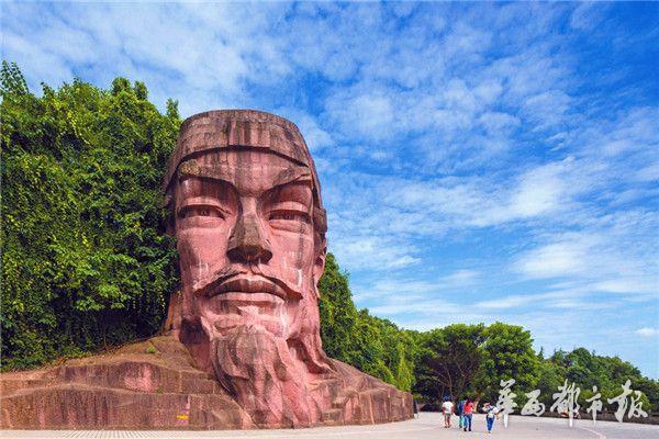 蓬安龙角山吴道子雕像 周济摄
